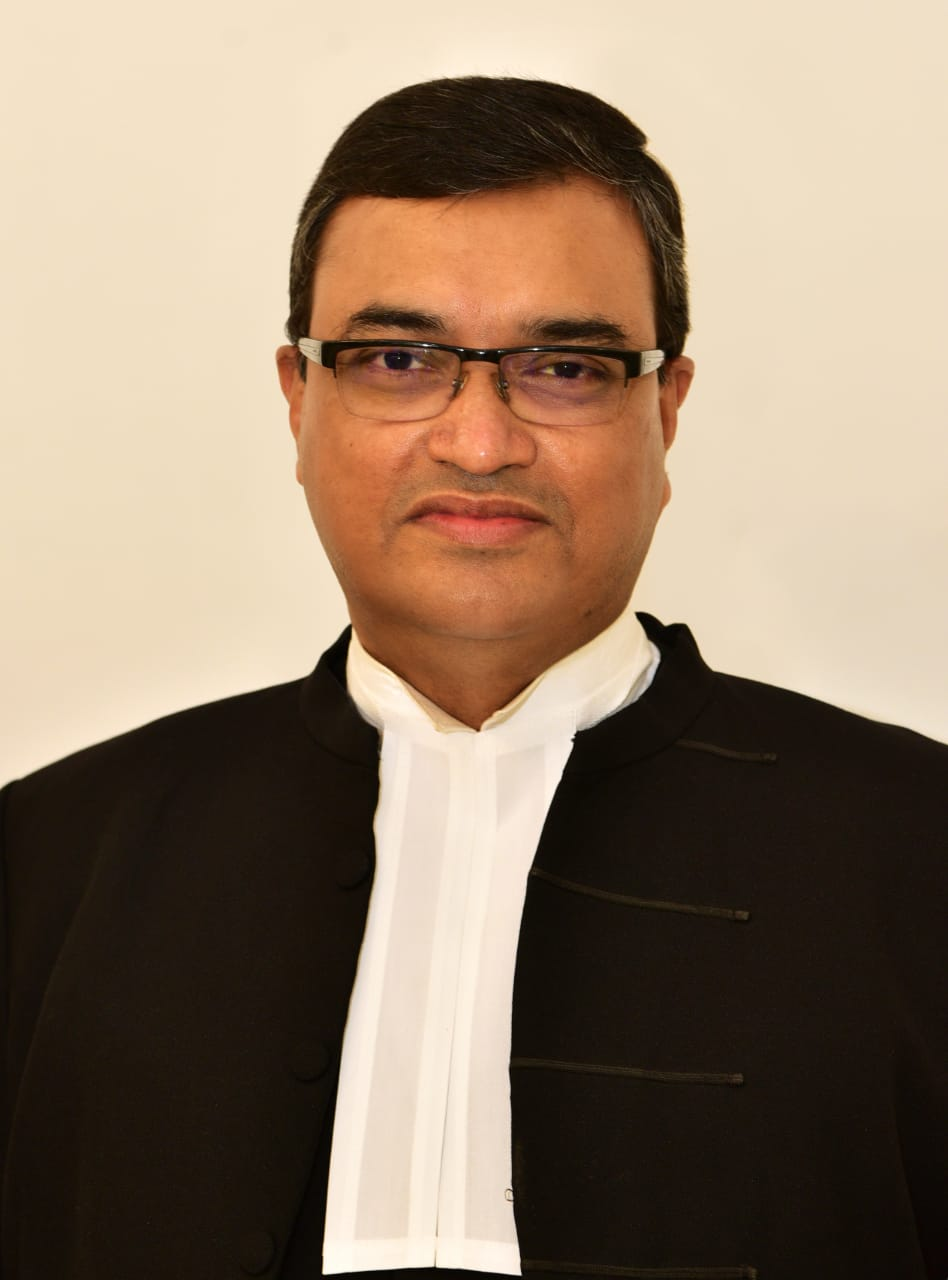 HON'BLE THE CHIEF JUSTICE <br/>DIPANKAR DATTA
